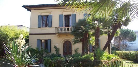 Bed and breakfast villa ricordi torre del lago for Case torre del lago
